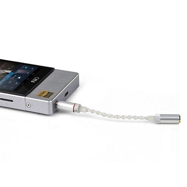 فیو L26 - کابل تبدیل ورودی 3.5 میلی متر به خروجی بالانس 2.5 میلی متر جهت استفاده هدفون / ایرفون های استاندارد 3.5 با ورودی بالانس 2.5 - سازگار با تجهیزات فیو و استل اند کرن و سایر تجهیزاتی که از استاندارد مشابه ای استفاده میکنند.FiiO L26 3.5 To 2.5 TRRS Balanced Output Cable